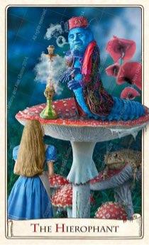 """Tarotkaart """"De Hierofant"""" (uit het tarotdeck """"Alice in Wonderland"""")"""